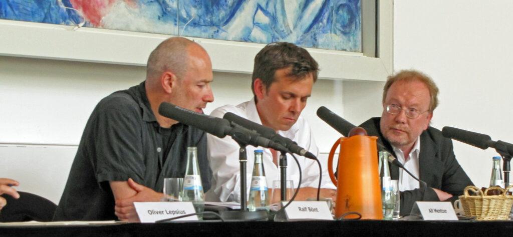 Alf Mentzer (Moderator) mit Ralf Bönt und Wolfgang Bonß